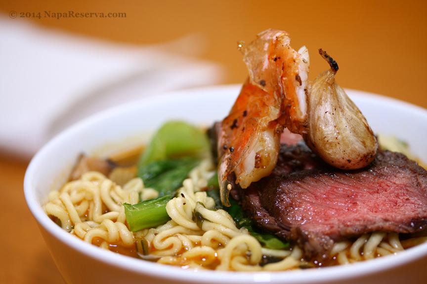 Spicy Garlic Noddles with Seared Wagyu beef